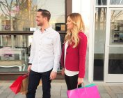 мъж и жена пазаруване